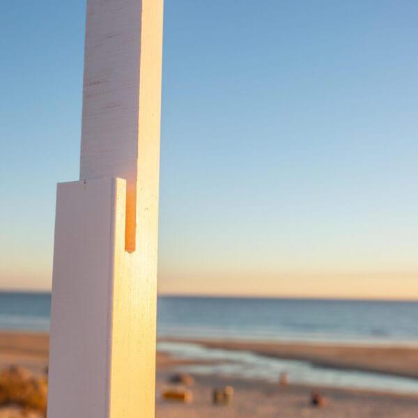 Produto Prumo em madeira para placa de risco em praia VJR